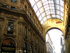イタリアのミラノのアーケード
